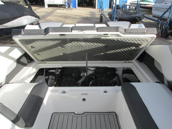 2021 Yamaha boat for sale, model of the boat is 252SD & Image # 27 of 50