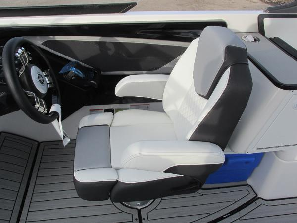 2021 Yamaha boat for sale, model of the boat is 252SD & Image # 33 of 50