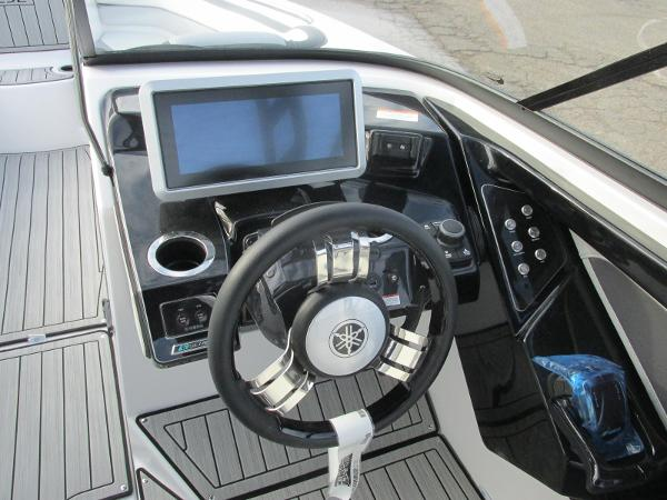 2021 Yamaha boat for sale, model of the boat is 252SD & Image # 35 of 50
