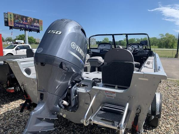 2017 Smoker Craft boat for sale, model of the boat is Explorer 182 & Image # 9 of 15