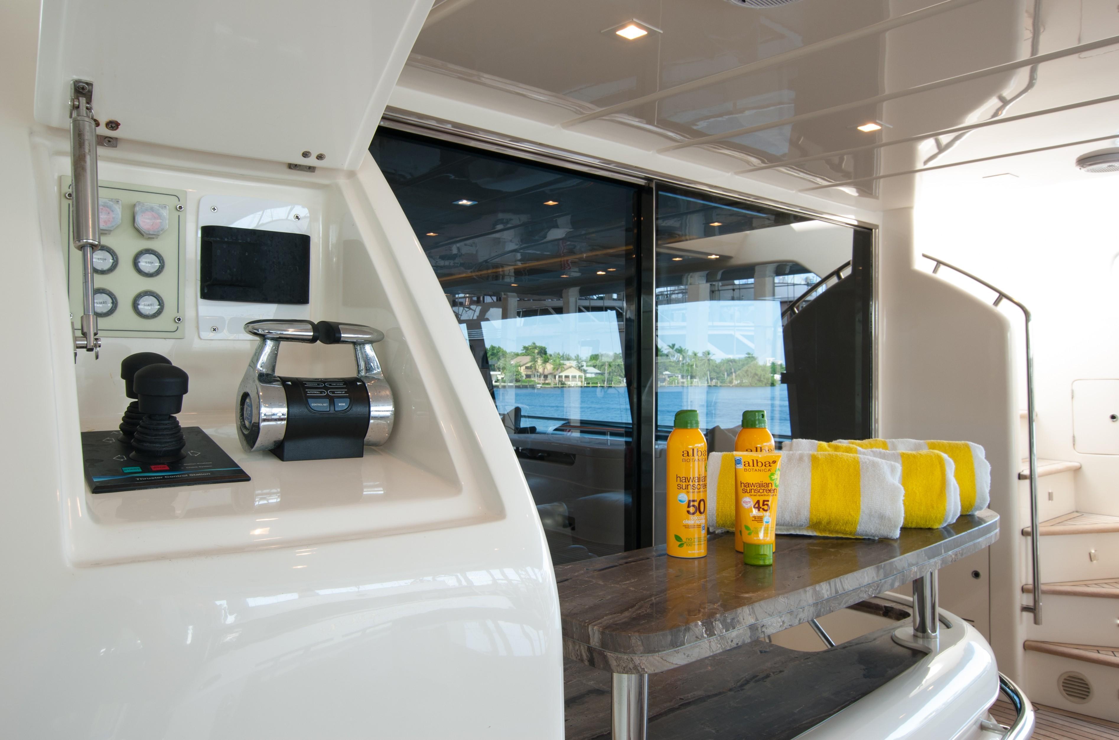 2014 870 Ferretti - Aft Deck Controls