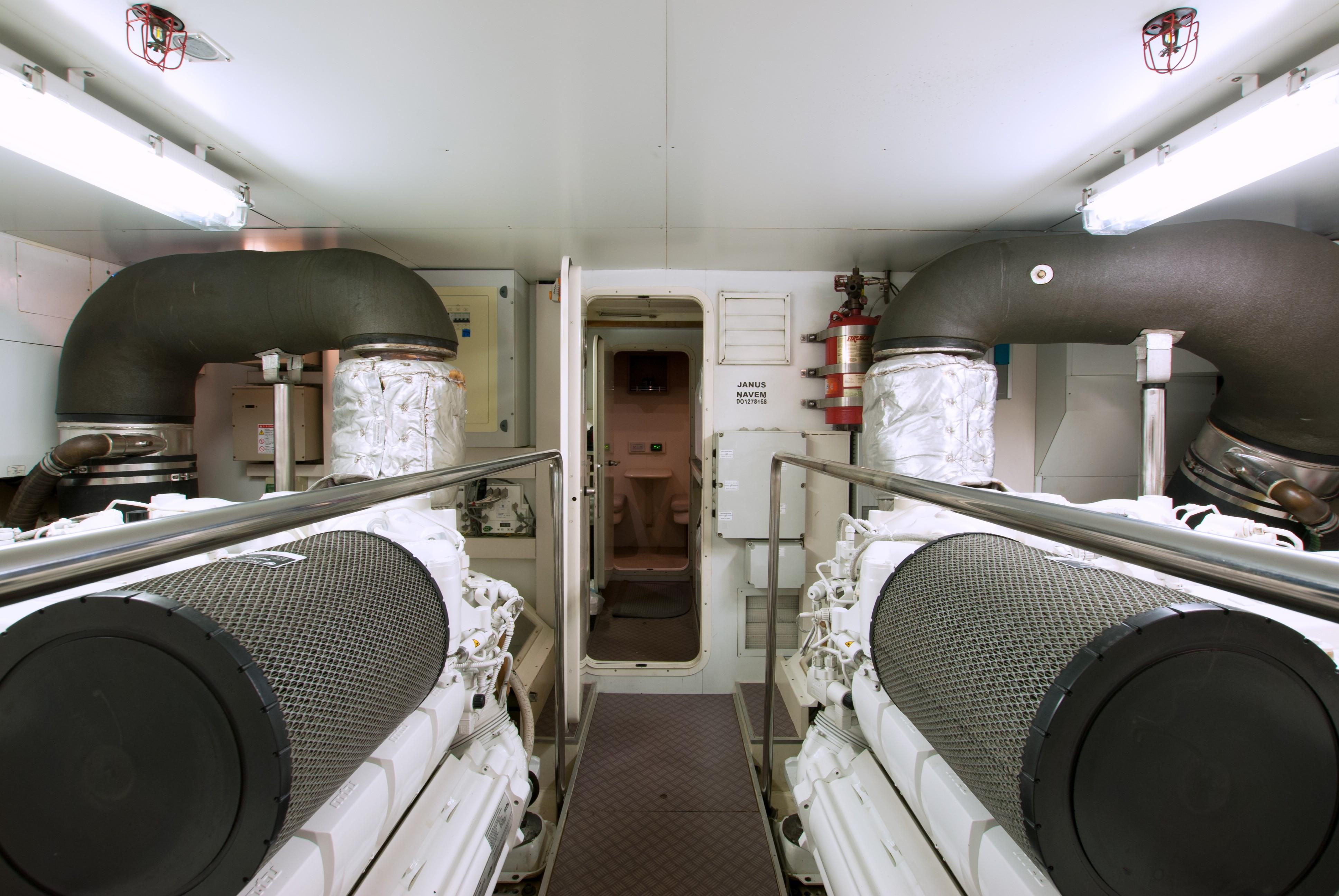 2014 870 Ferretti - Engine Room