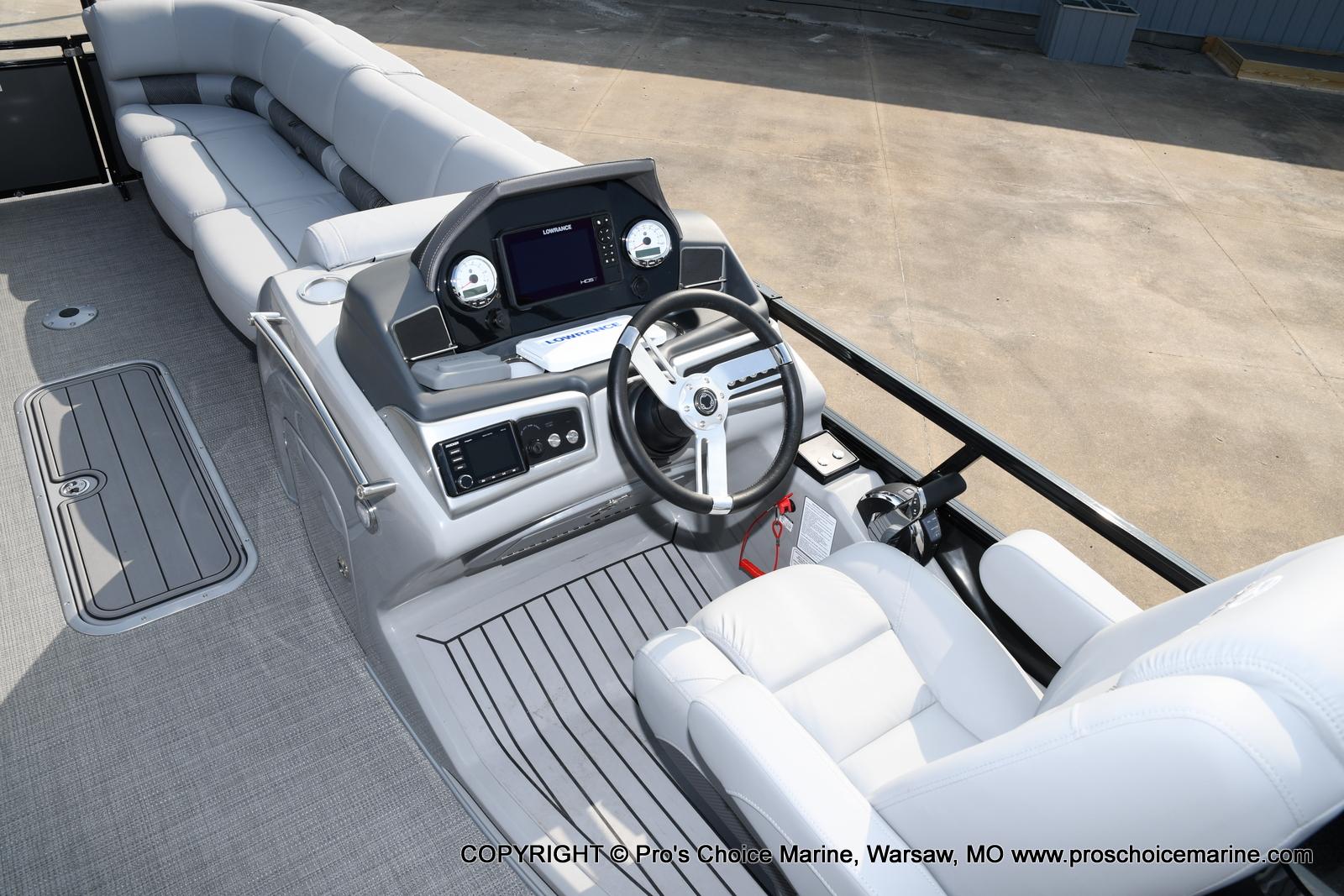2021 Regency boat for sale, model of the boat is 250 LE3 Sport w/350HP Verado & Image # 6 of 50