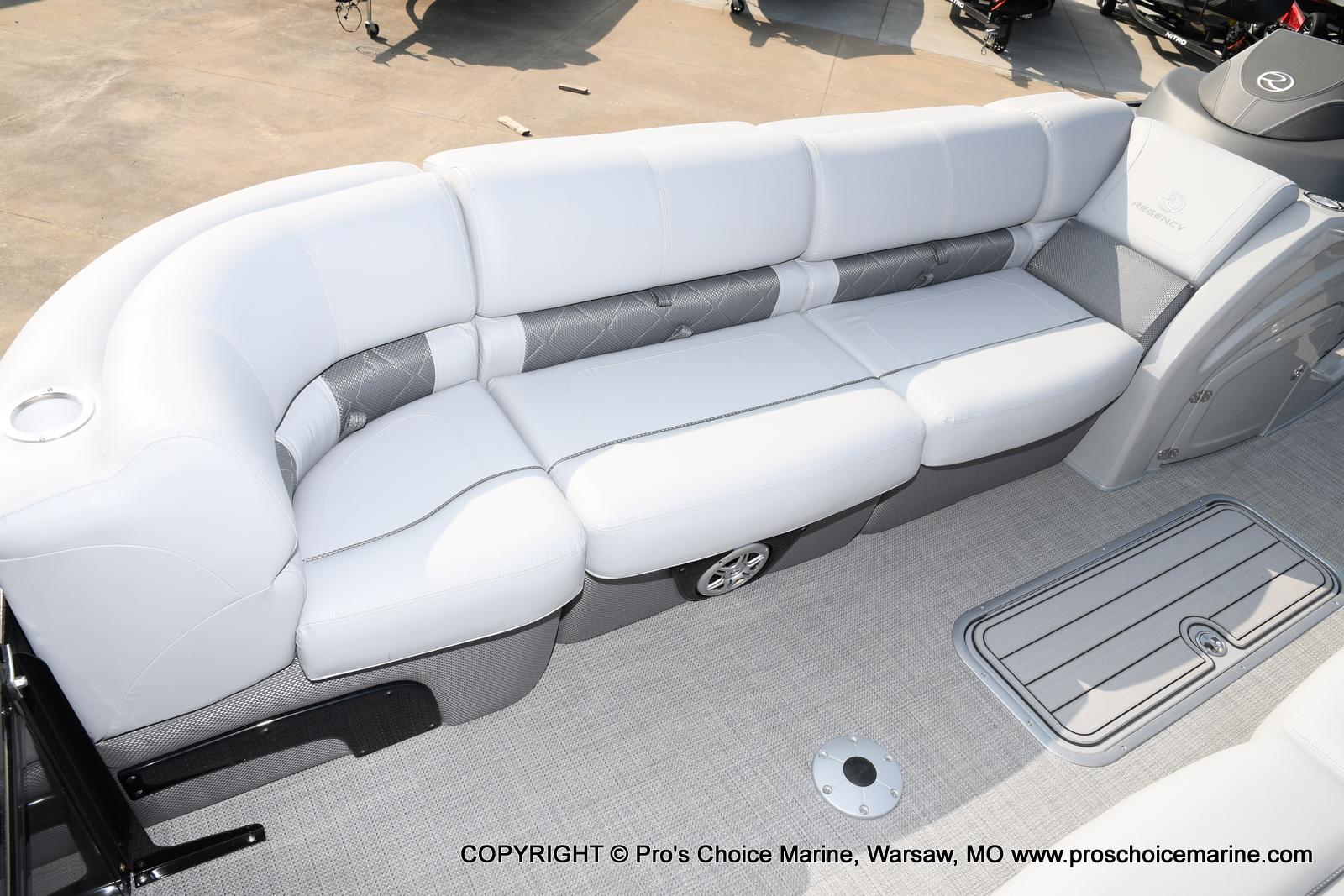 2021 Regency boat for sale, model of the boat is 250 LE3 Sport w/350HP Verado & Image # 17 of 50