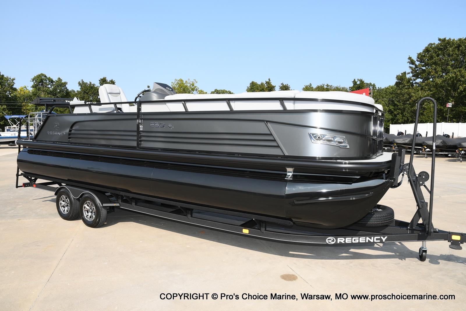 2021 Regency boat for sale, model of the boat is 250 LE3 Sport w/350HP Verado & Image # 28 of 50