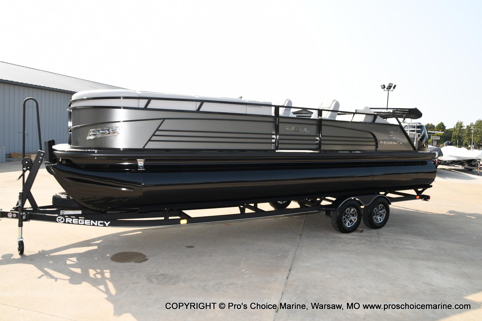 2021 Regency boat for sale, model of the boat is 250 LE3 Sport w/350HP Verado & Image # 31 of 50