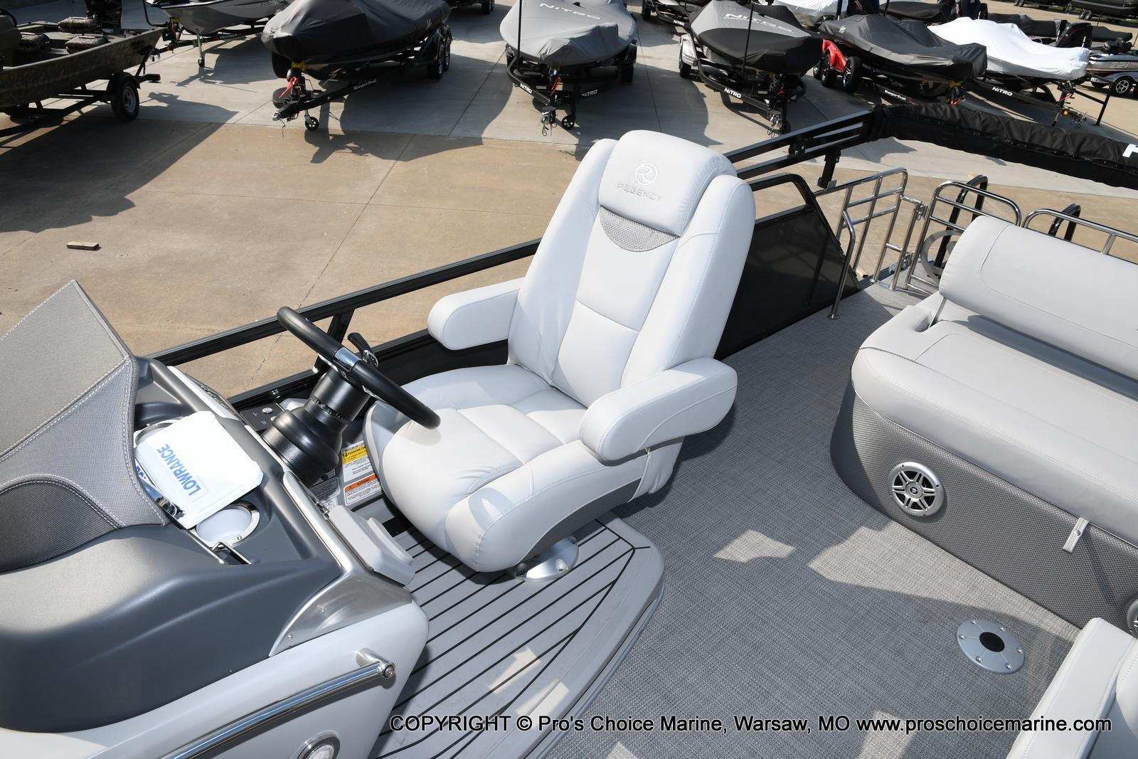 2021 Regency boat for sale, model of the boat is 250 LE3 Sport w/350HP Verado & Image # 34 of 50