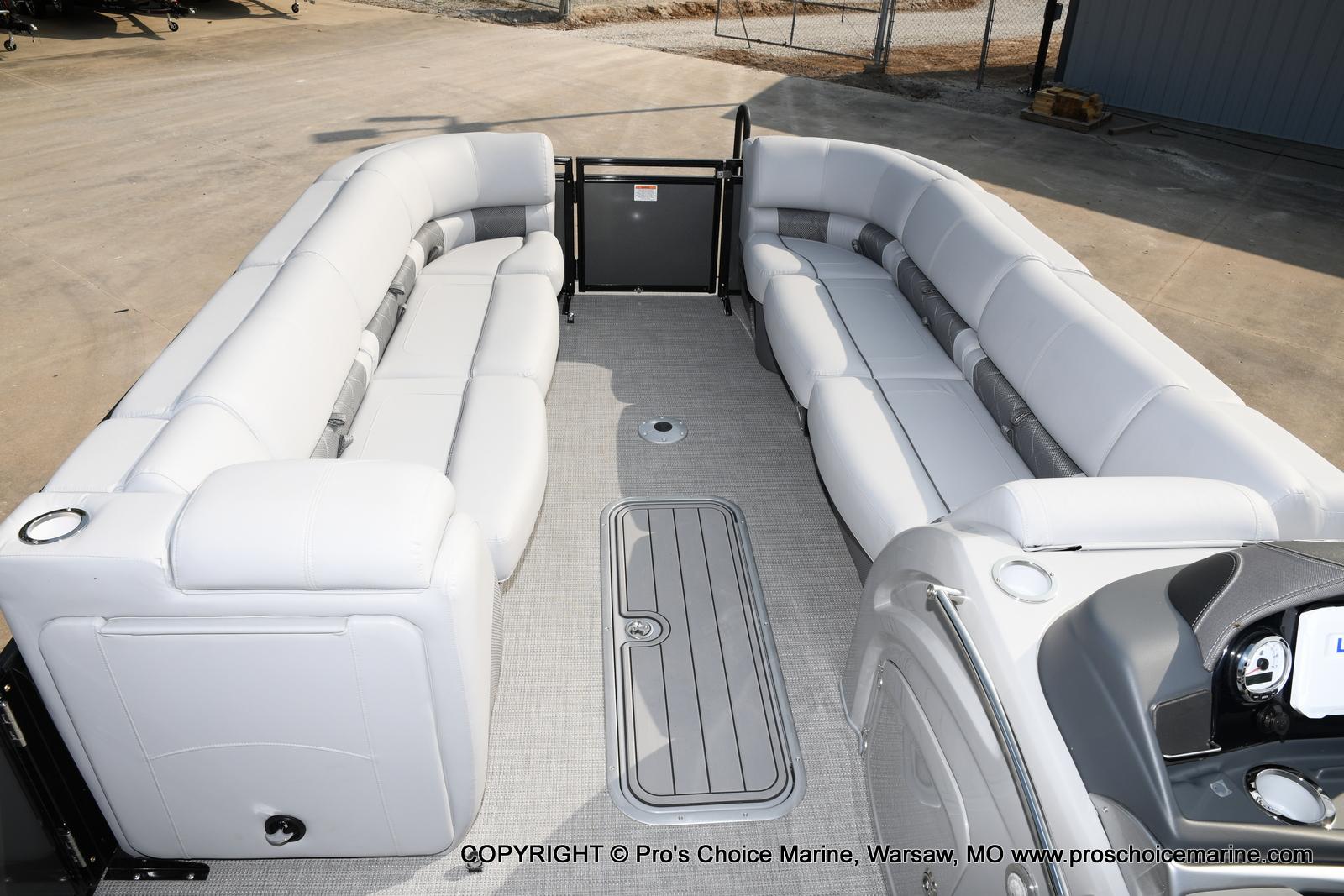 2021 Regency boat for sale, model of the boat is 250 LE3 Sport w/350HP Verado & Image # 9 of 50