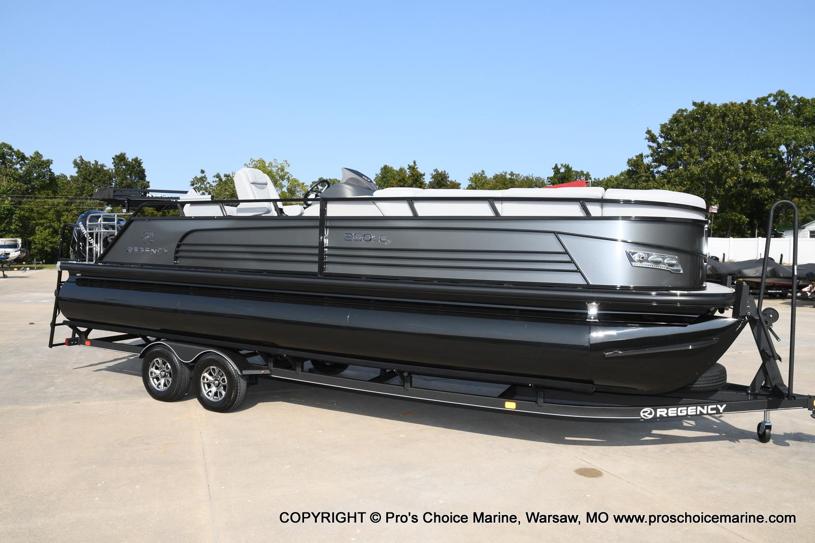 2021 Regency boat for sale, model of the boat is 250 LE3 Sport w/350HP Verado & Image # 45 of 50