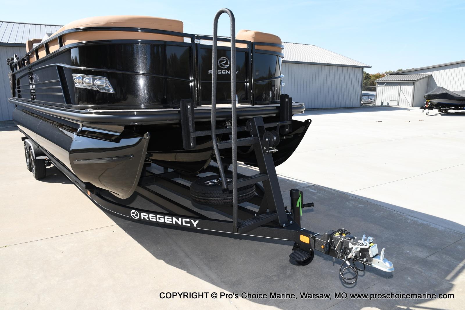 2021 Regency boat for sale, model of the boat is 250 LE3 Sport w/350HP Verado & Image # 4 of 50