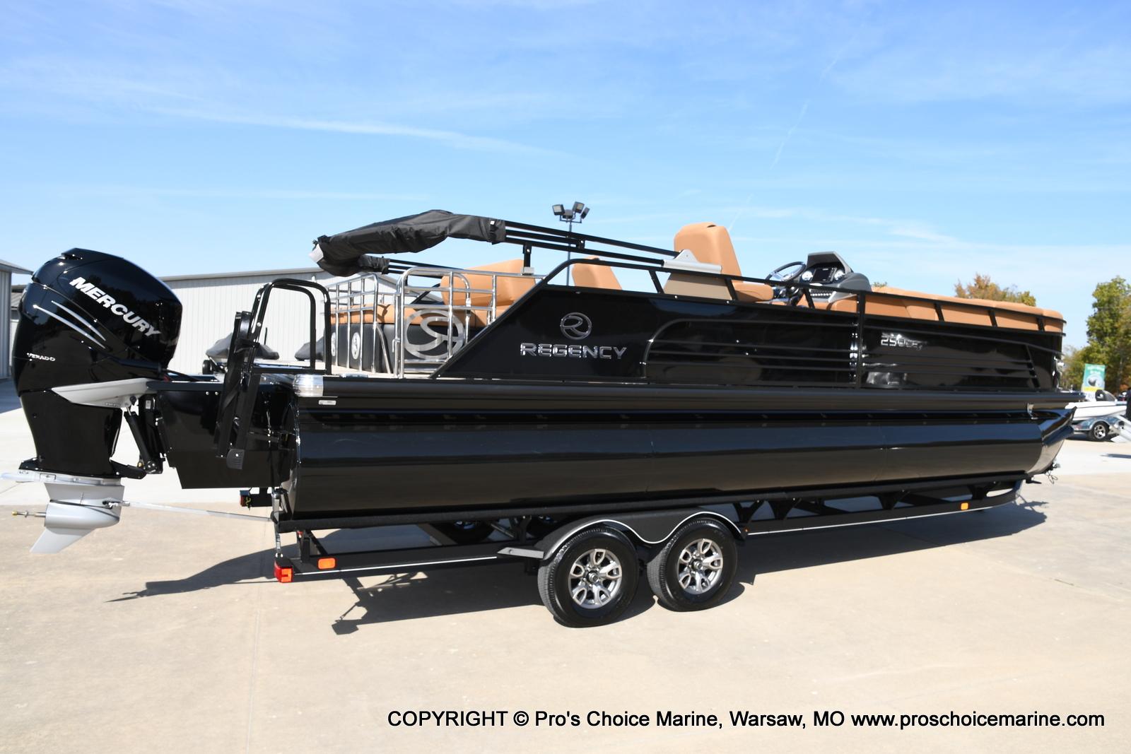 2021 Regency boat for sale, model of the boat is 250 LE3 Sport w/350HP Verado & Image # 21 of 50