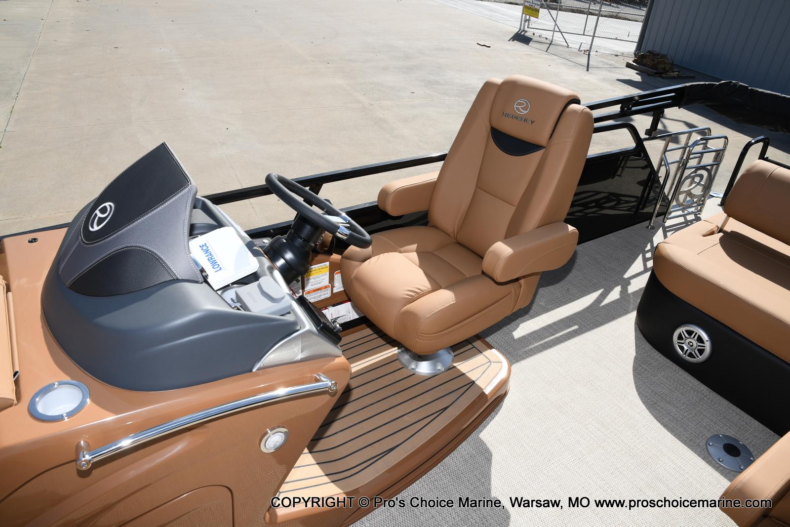 2021 Regency boat for sale, model of the boat is 250 LE3 Sport w/350HP Verado & Image # 39 of 50