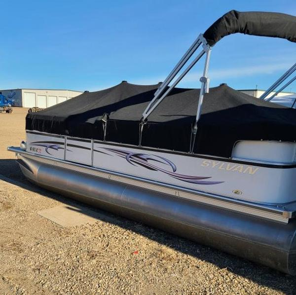 2010 Sylvan boat for sale, model of the boat is Mirage 8522 & Image # 1 of 7