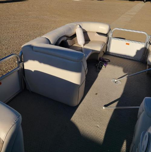 2010 Sylvan boat for sale, model of the boat is Mirage 8522 & Image # 4 of 7
