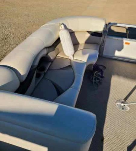 2010 Sylvan boat for sale, model of the boat is Mirage 8522 & Image # 6 of 7