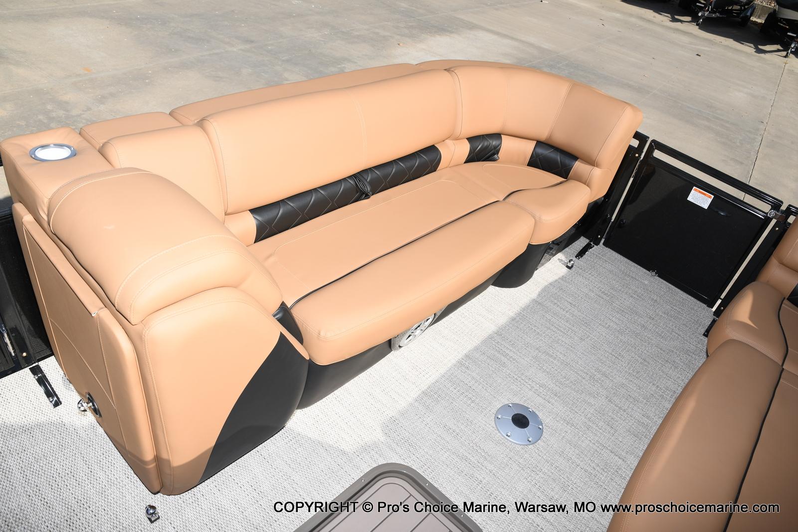 2021 Regency boat for sale, model of the boat is 230 LE3 Sport w/250HP Mercury Verado & Image # 12 of 50