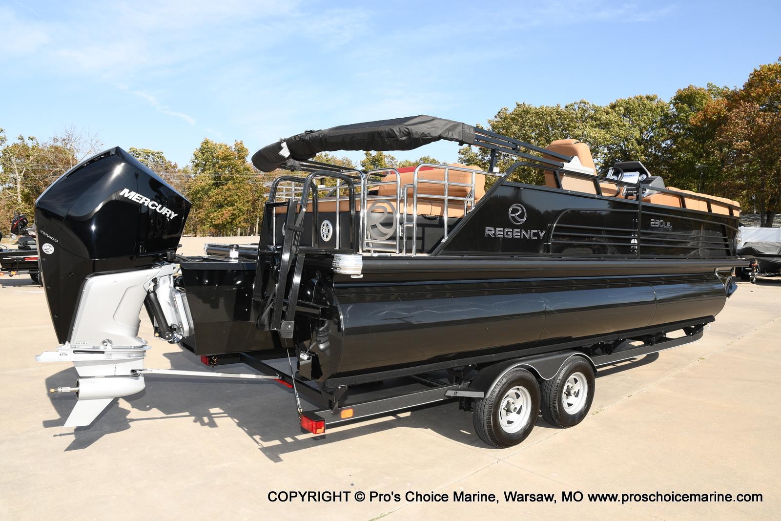 2021 Regency boat for sale, model of the boat is 230 LE3 Sport w/250HP Mercury Verado & Image # 14 of 50