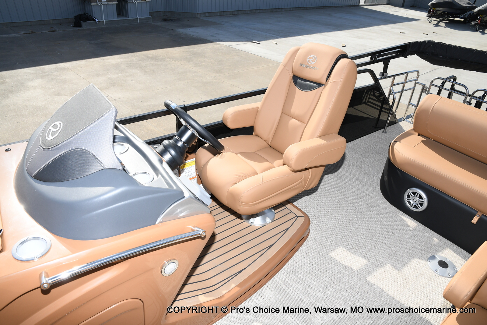 2021 Regency boat for sale, model of the boat is 230 LE3 Sport w/250HP Mercury Verado & Image # 16 of 50