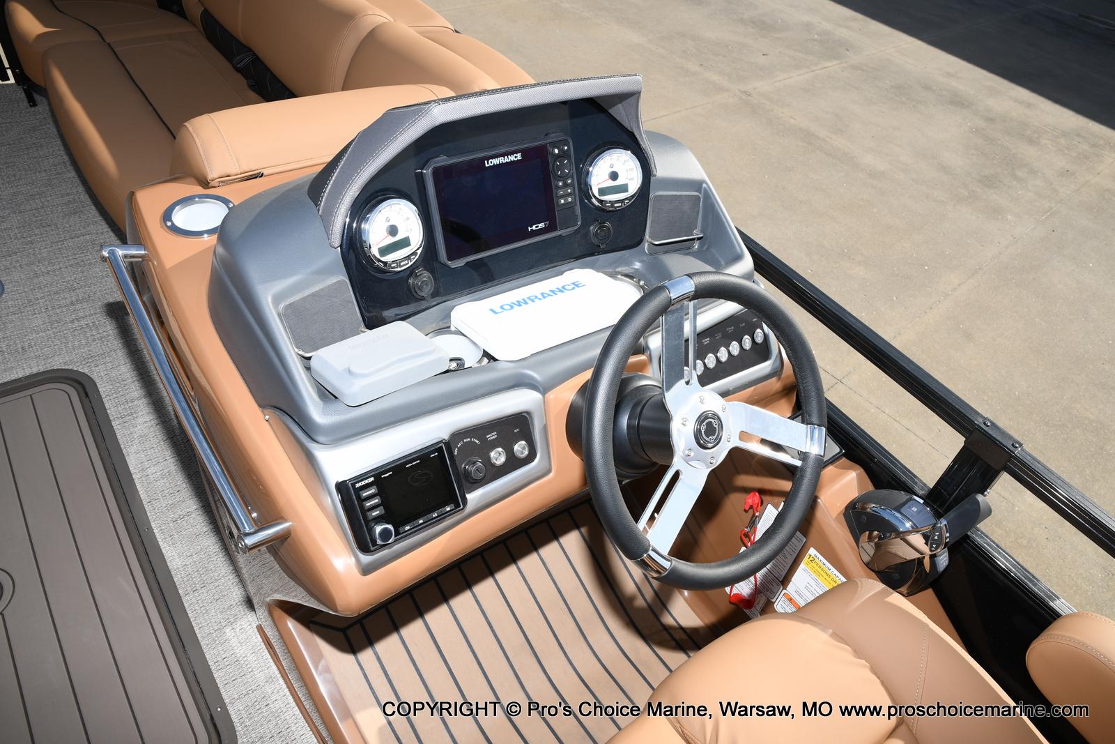 2021 Regency boat for sale, model of the boat is 230 LE3 Sport w/250HP Mercury Verado & Image # 17 of 50