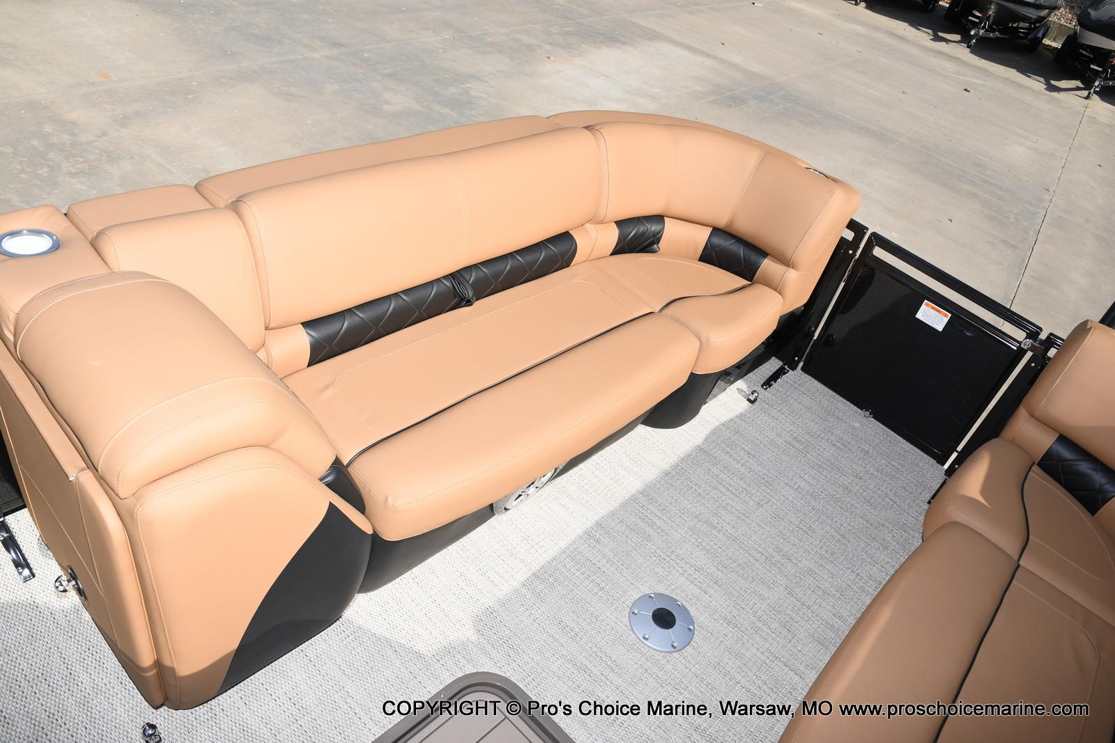 2021 Regency boat for sale, model of the boat is 230 LE3 Sport w/250HP Mercury Verado & Image # 18 of 50