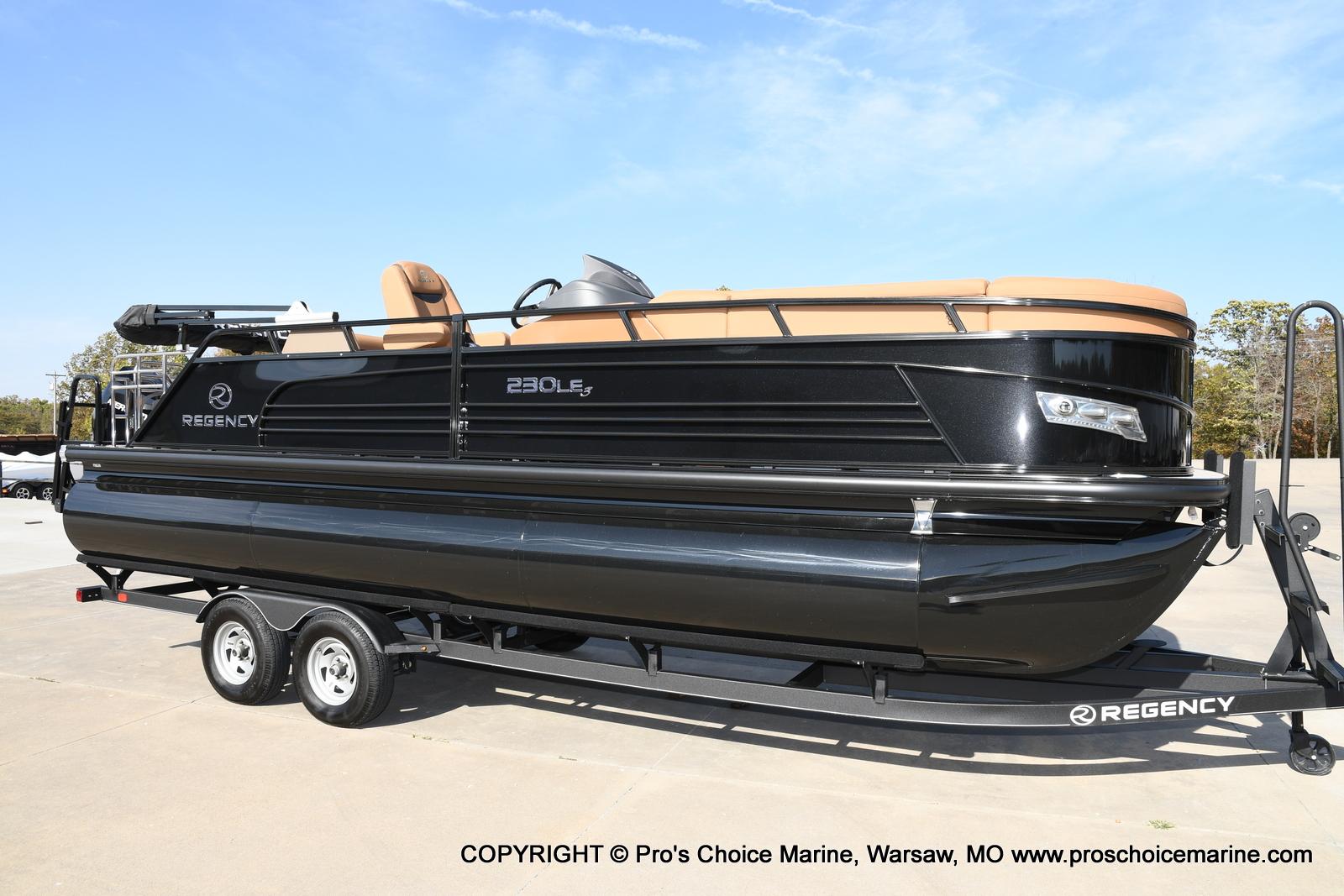 2021 Regency boat for sale, model of the boat is 230 LE3 Sport w/250HP Mercury Verado & Image # 36 of 50
