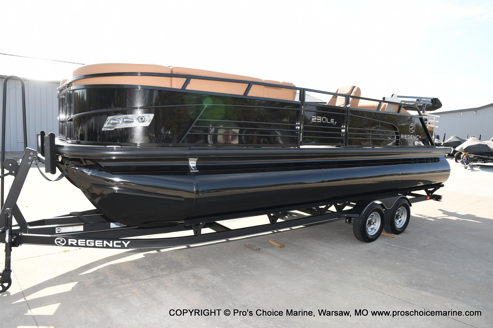 2021 Regency boat for sale, model of the boat is 230 LE3 Sport w/250HP Mercury Verado & Image # 37 of 50