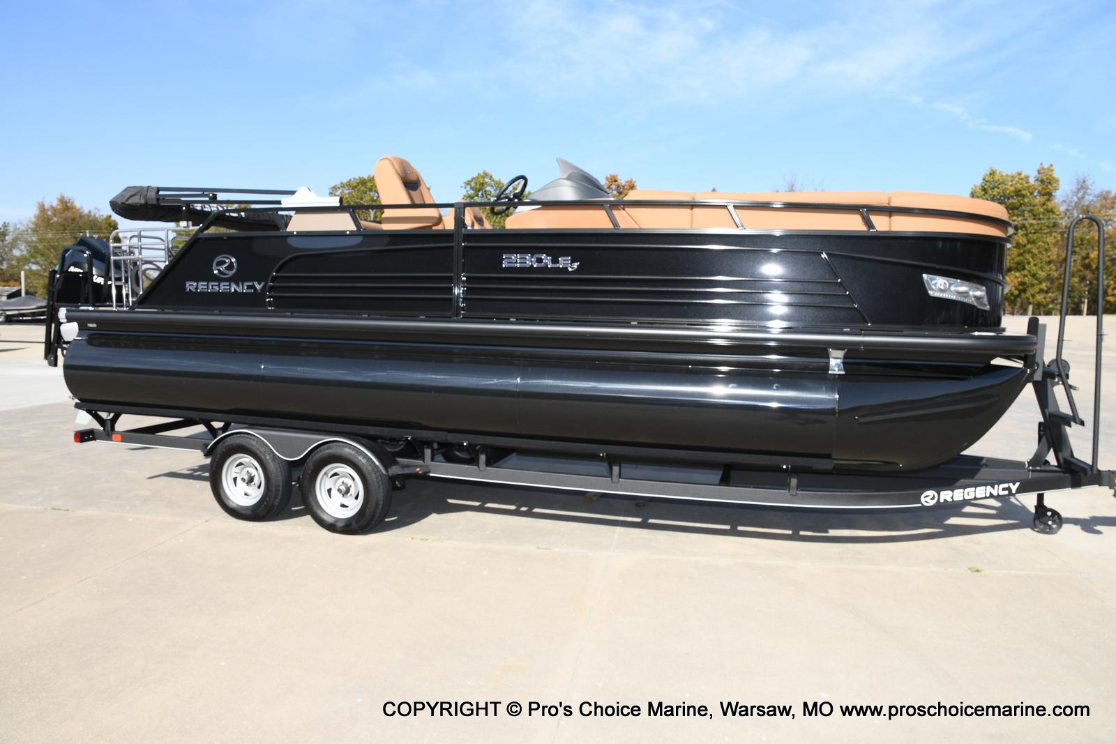 2021 Regency boat for sale, model of the boat is 230 LE3 Sport w/250HP Mercury Verado & Image # 3 of 50