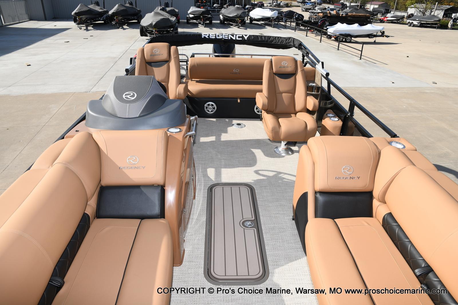 2021 Regency boat for sale, model of the boat is 230 LE3 Sport w/250HP Mercury Verado & Image # 5 of 50