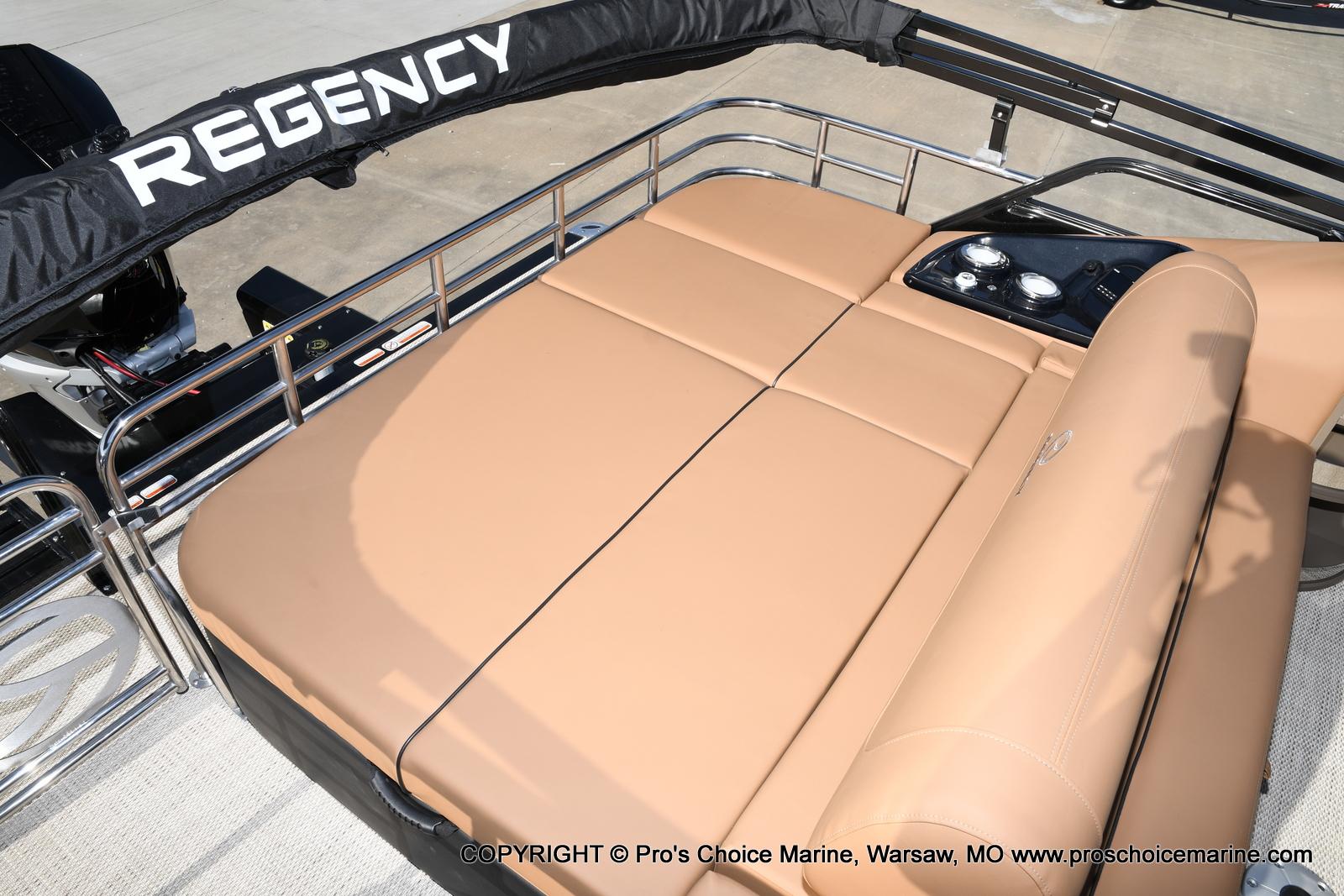 2021 Regency boat for sale, model of the boat is 230 LE3 Sport w/250HP Mercury Verado & Image # 8 of 50