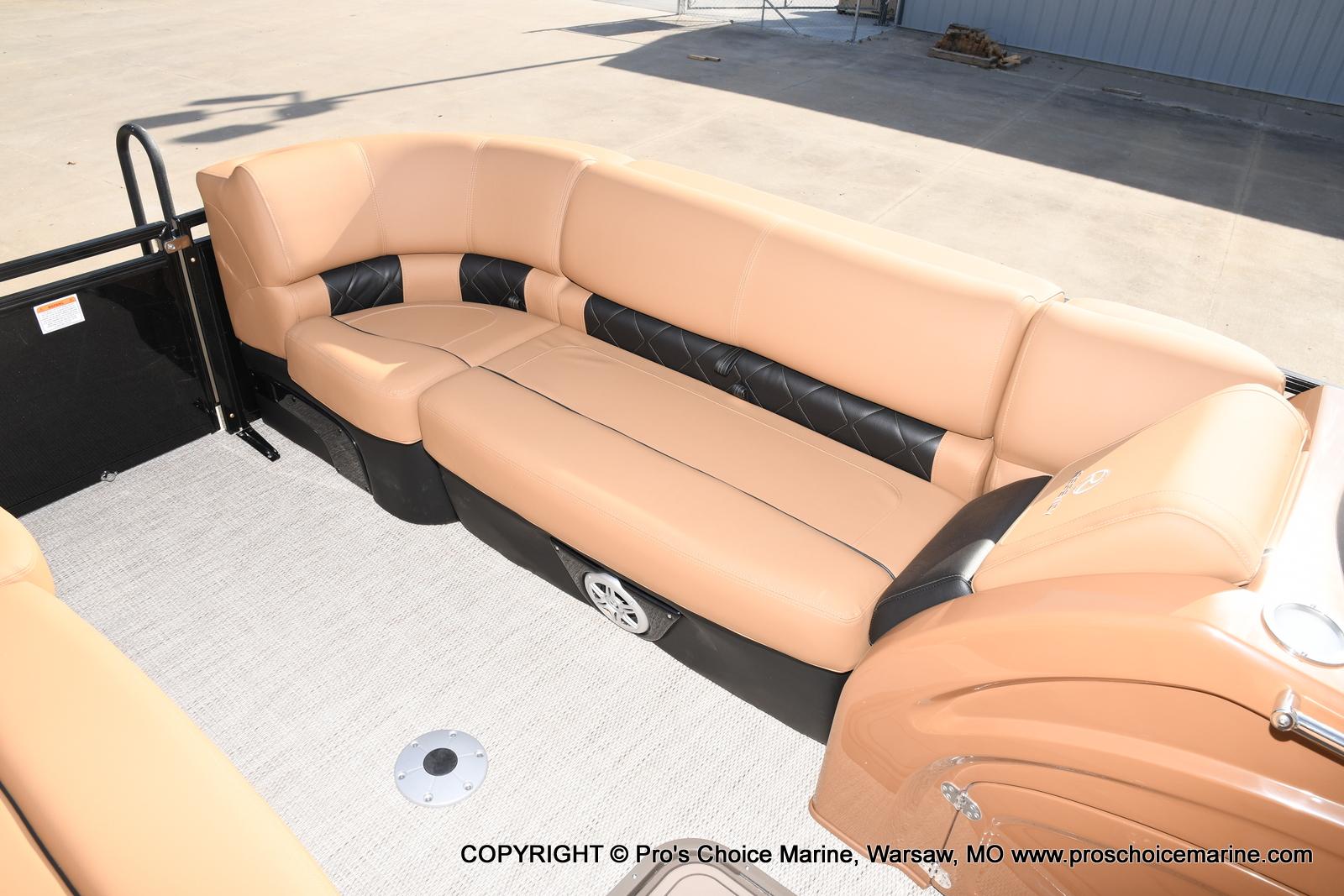2021 Regency boat for sale, model of the boat is 230 LE3 Sport w/250HP Mercury Verado & Image # 42 of 50