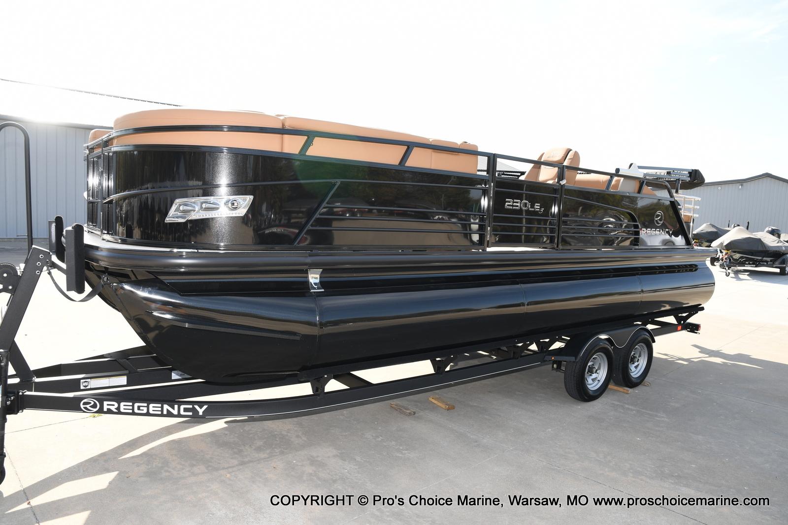 2021 Regency boat for sale, model of the boat is 230 LE3 Sport w/250HP Mercury Verado & Image # 22 of 50