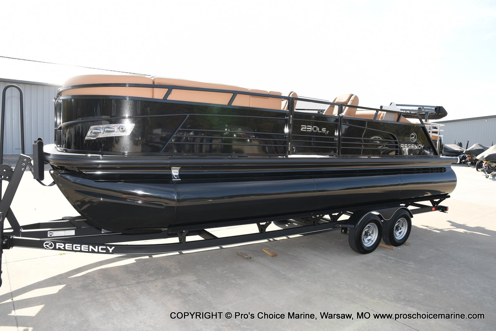 2021 Regency boat for sale, model of the boat is 230 LE3 Sport w/250HP Mercury Verado & Image # 23 of 50