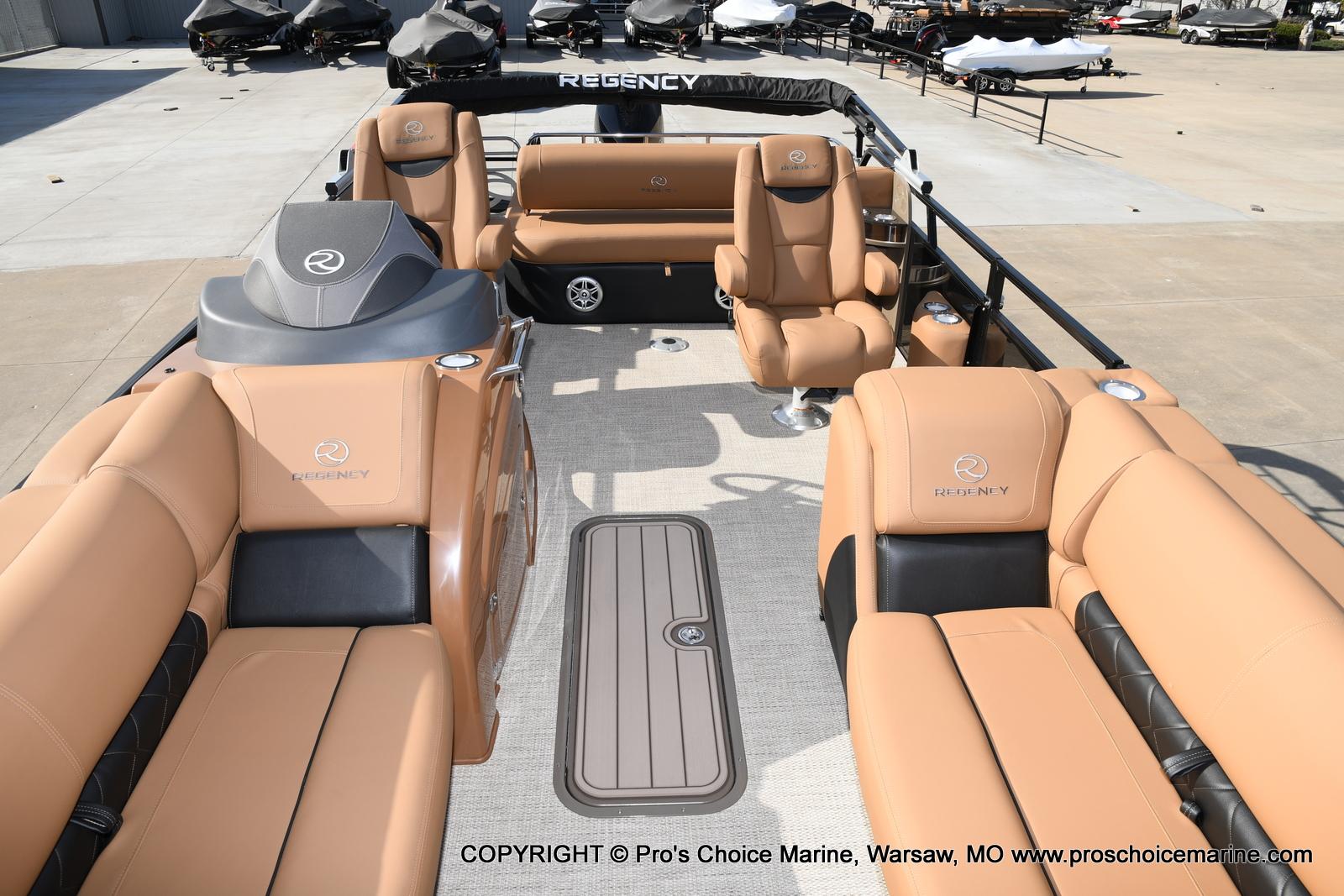 2021 Regency boat for sale, model of the boat is 230 LE3 Sport w/250HP Mercury Verado & Image # 24 of 50