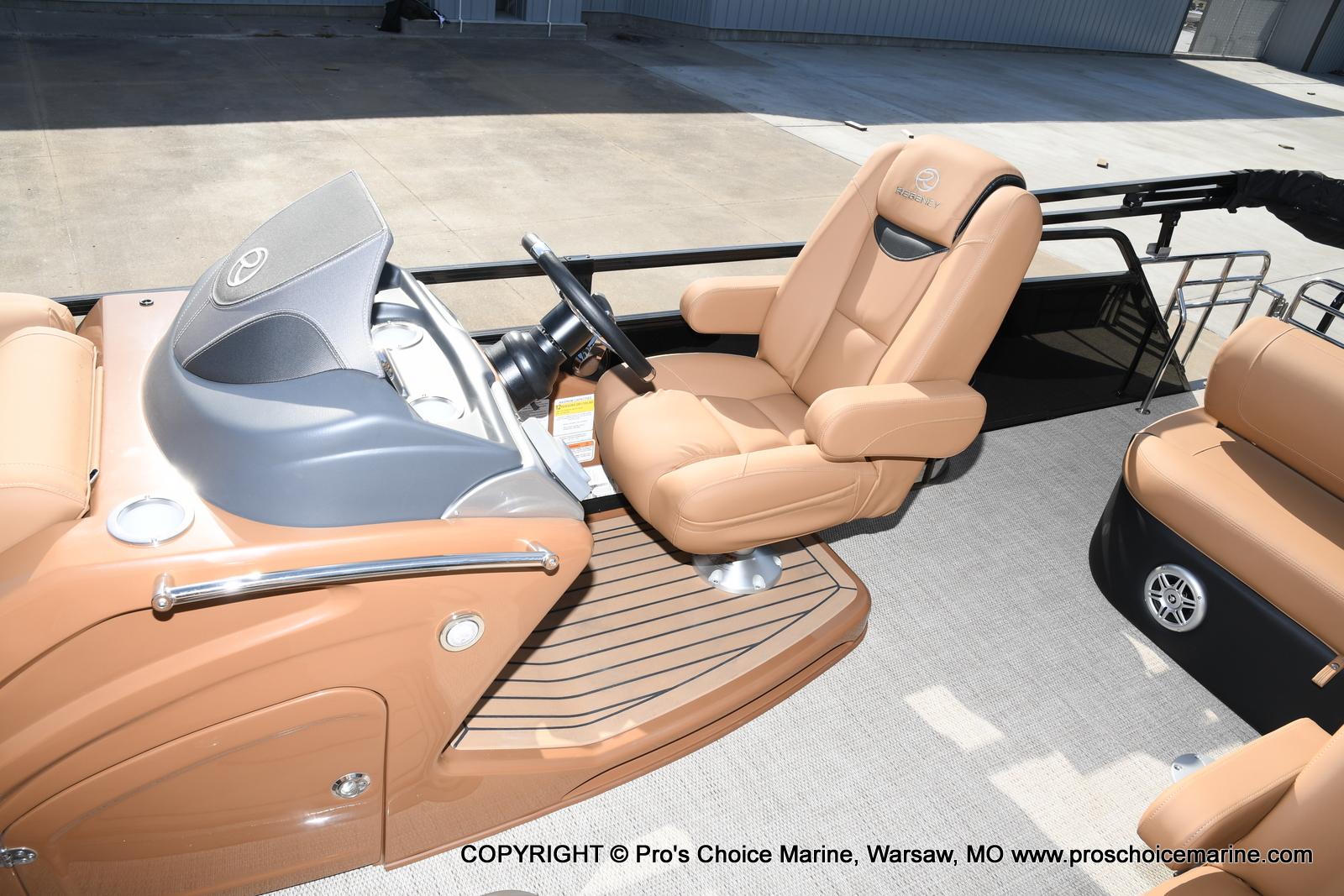 2021 Regency boat for sale, model of the boat is 230 LE3 Sport w/250HP Mercury Verado & Image # 26 of 50