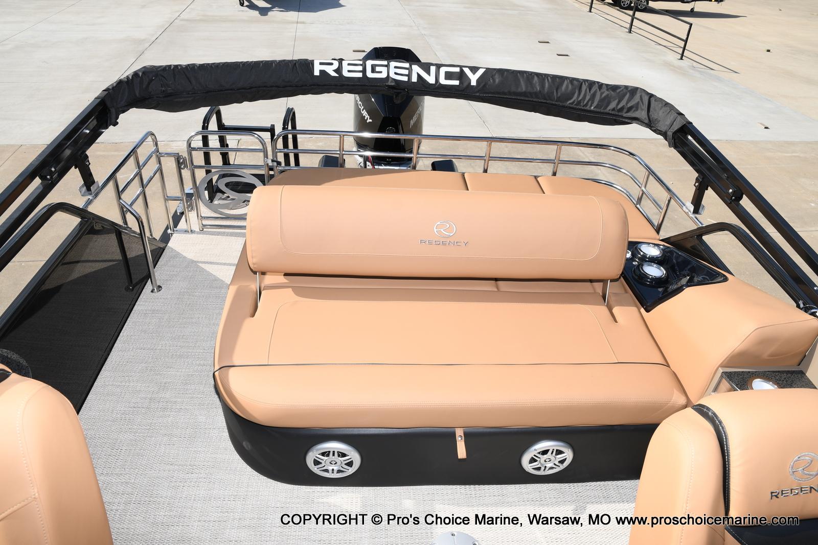 2021 Regency boat for sale, model of the boat is 230 LE3 Sport w/250HP Mercury Verado & Image # 30 of 50