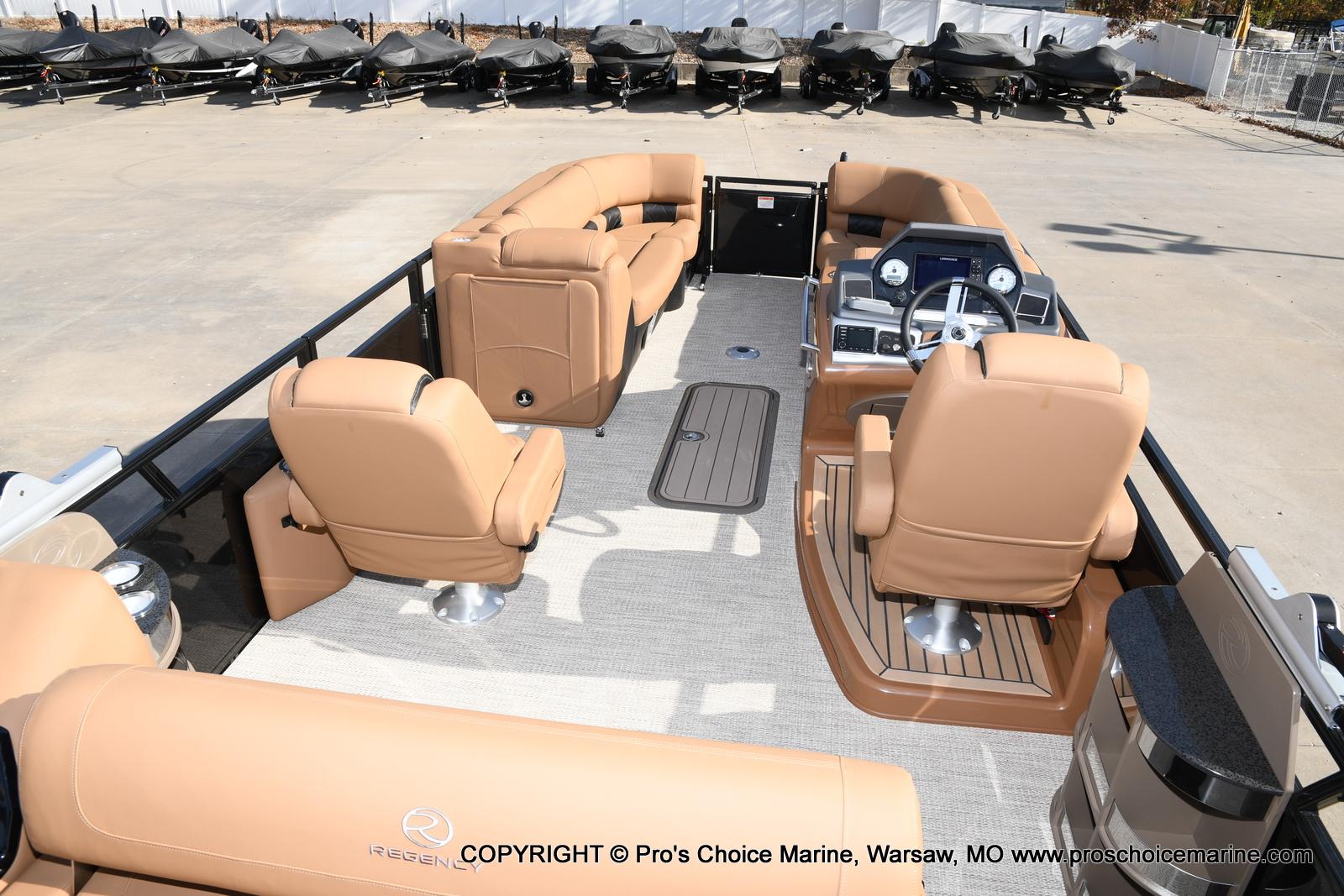 2021 Regency boat for sale, model of the boat is 230 LE3 Sport w/250HP Mercury Verado & Image # 32 of 50
