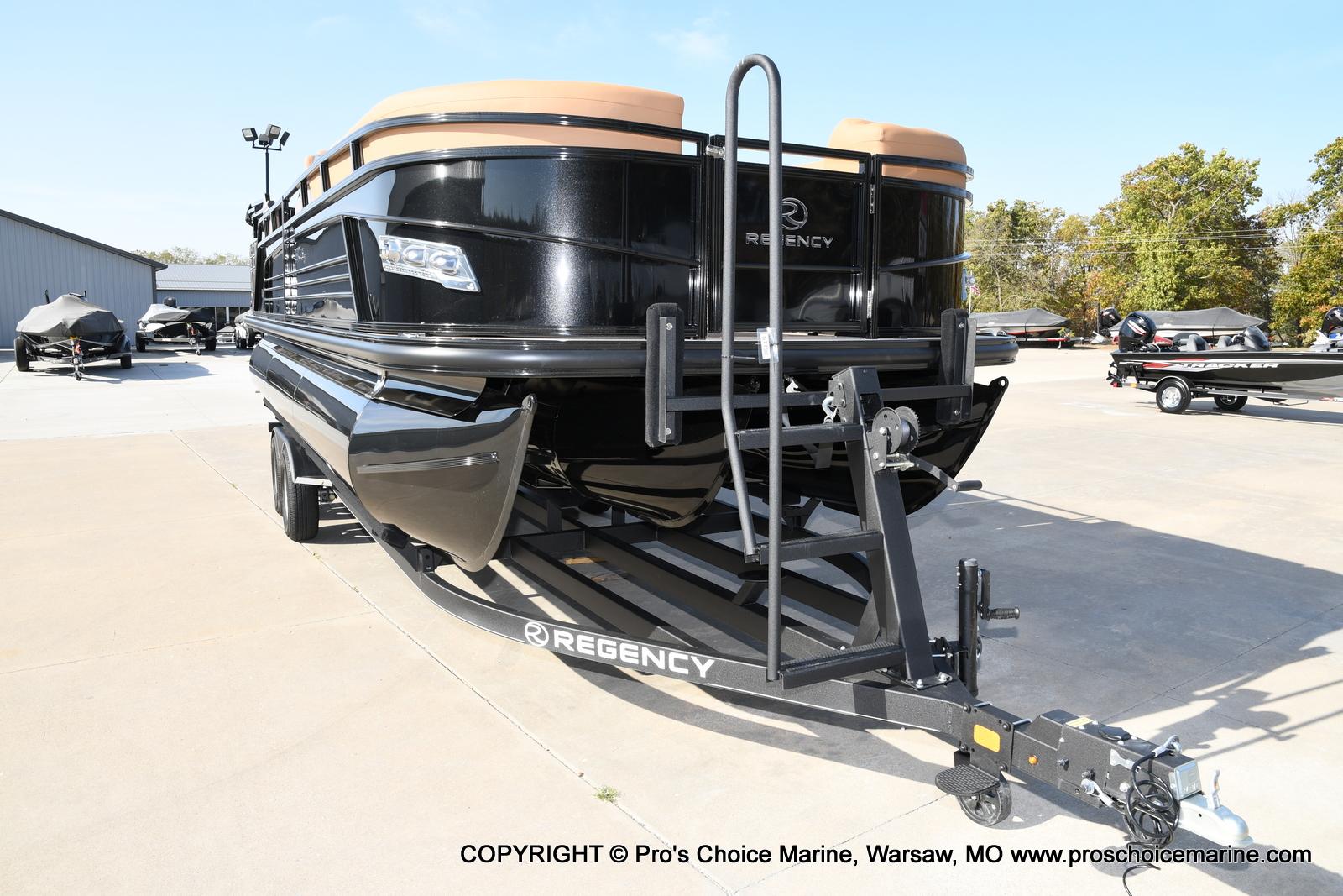 2021 Regency boat for sale, model of the boat is 230 LE3 Sport w/250HP Mercury Verado & Image # 49 of 50