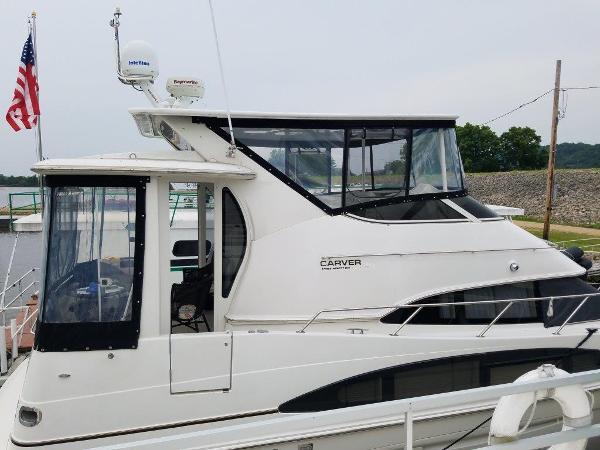 2004 CARVER 396 Motor Yacht thumbnail