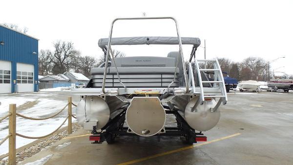 2021 Bennington boat for sale, model of the boat is 23 LSB & Image # 3 of 25