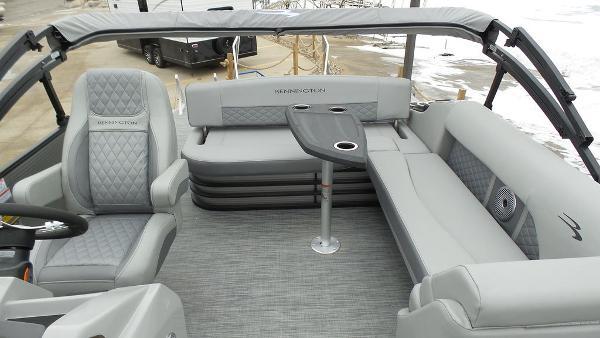 2021 Bennington boat for sale, model of the boat is 23 LSB & Image # 5 of 25