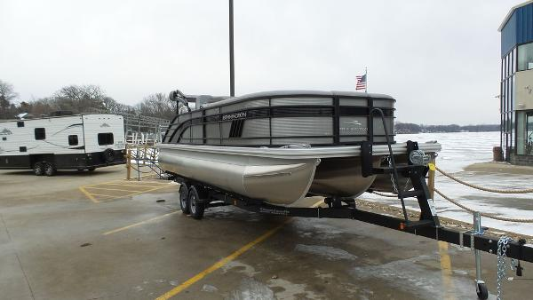 2021 Bennington boat for sale, model of the boat is 23 LSB & Image # 6 of 25