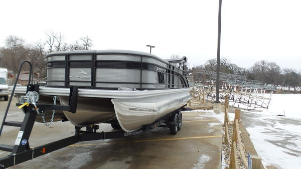 2021 Bennington boat for sale, model of the boat is 23 LSB & Image # 11 of 25