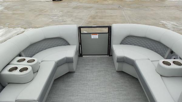 2021 Bennington boat for sale, model of the boat is 23 LSB & Image # 12 of 25