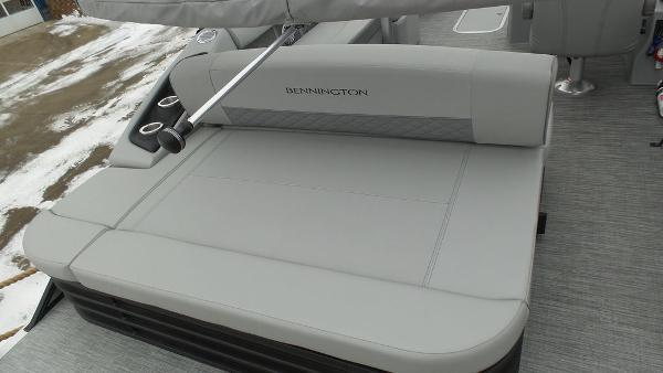 2021 Bennington boat for sale, model of the boat is 23 LSB & Image # 13 of 25