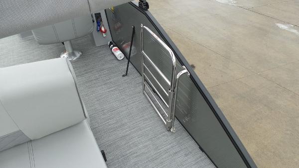 2021 Bennington boat for sale, model of the boat is 23 LSB & Image # 14 of 25