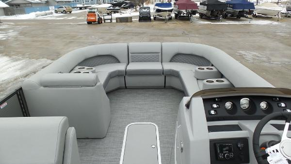 2021 Bennington boat for sale, model of the boat is 23 LSB & Image # 15 of 25