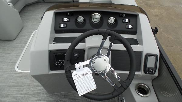 2021 Bennington boat for sale, model of the boat is 23 LSB & Image # 17 of 25