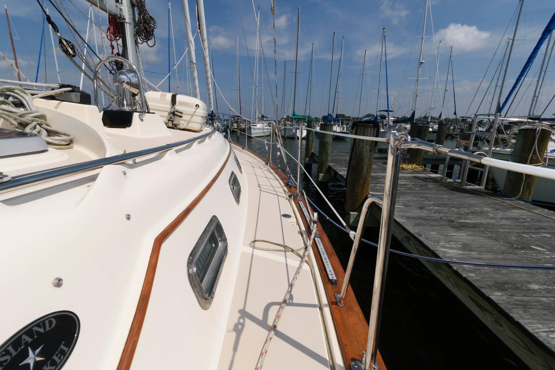 M 6477 JB Knot 10 Yacht Sales