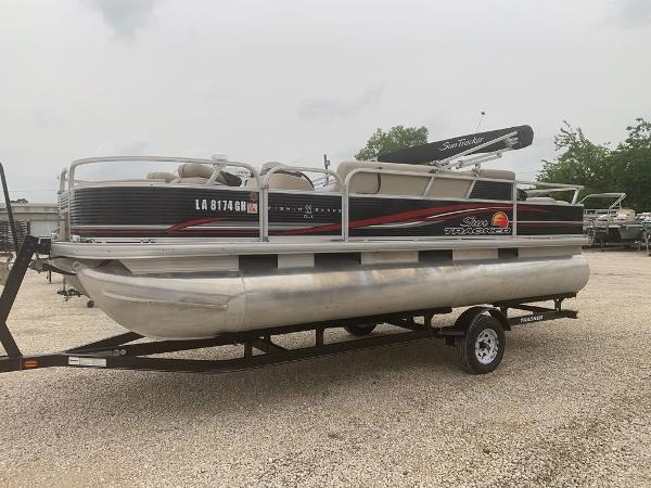 2012 Sun Tracker boat for sale, model of the boat is Fishin' Barge 22 DLX & Image # 1 of 6