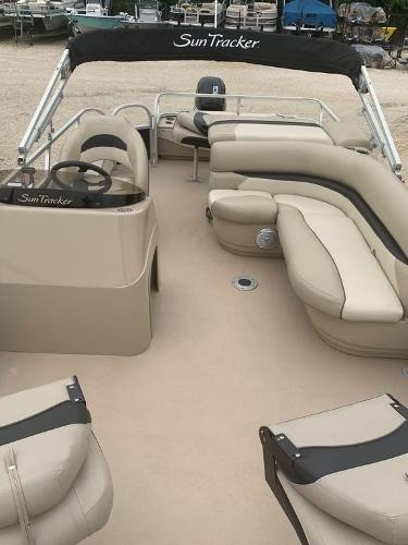 2012 Sun Tracker boat for sale, model of the boat is Fishin' Barge 22 DLX & Image # 3 of 6